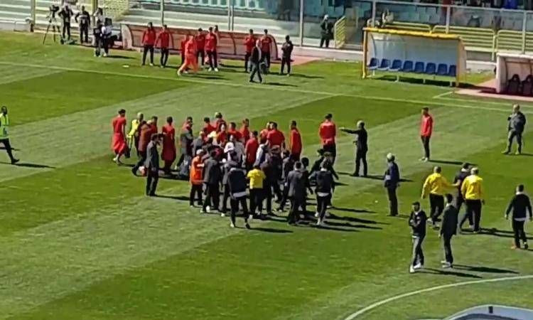 Foggia, i cori anti-Napoli scatenano il web: dura replica – (VIDEO)